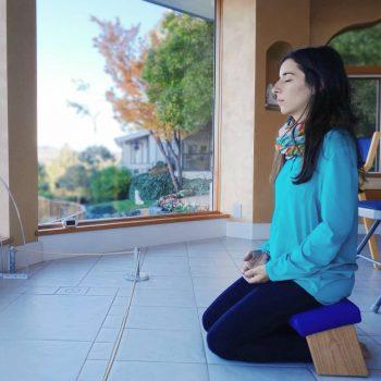 Meditation Bench Review - Meditation Bench vs Pillow