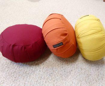 Meditation Pillow Review - Meditation Bench vs Pillow