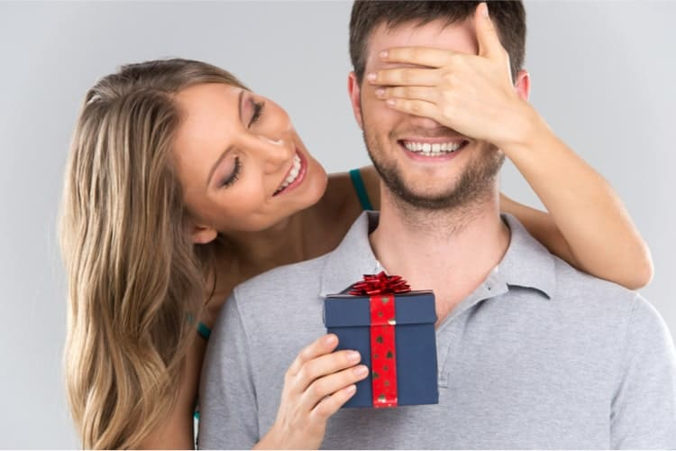 TOP 18 Meaningful Birthday Gifts For Boyfriend