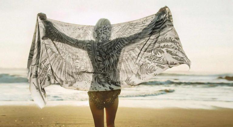 Shovava Review: Help Women Bring Art To The Beach