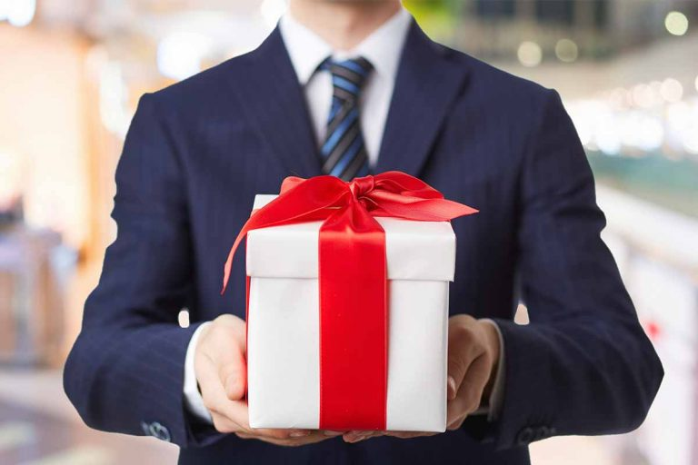 Top 10 Thanksgiving Gift Ideas For Employees Will Adore